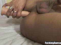 Hot tranny inserts a dildo in her ass
