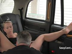 Taxi driver enjoy with chubby milf