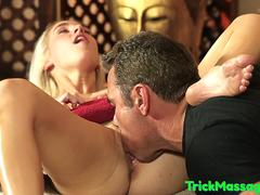 Massage babe rimmed and pussyfucked