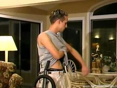 Stud jerks off after cleaning