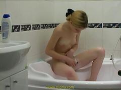 Oliona teen in Shaving