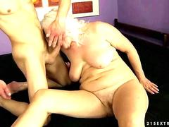 Ugly old busty bitch gets fucked and she sucks a dick