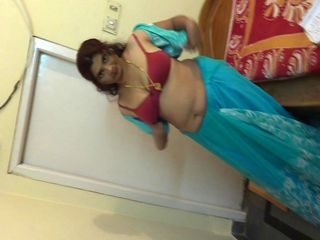 INDIAN AUNTY shows off her big boobs