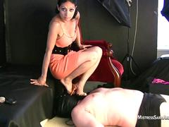 Mistress Sara Akeera - Face Trample