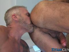 Mature muscly bear jizzes