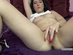 Horny babe Gianna Love is playing with her favorite toy