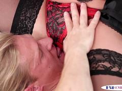 Pussylicking muscle stud swallows hot jizz