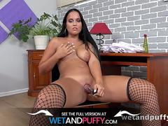 Wetandpuffy - Teen fucks her pussy with glass vase!